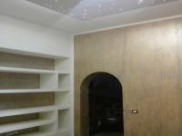 Esempio effetto metallico su parete e libreria in cartongesso